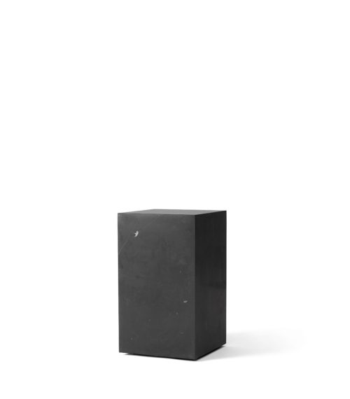 Table basse Plinth Tall Nero Marquina noir – MENU