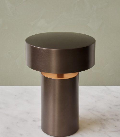 Lampe de table Column LED bronze – MENU